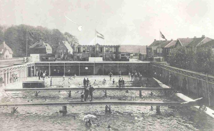 Het Pesiebad rond 1930.