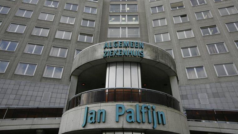 De vrouw ging in 2009 onder het mes in het ziekenhuis Jan Palfijn in Gent. Volgens het slachtoffer werd haar dunne darm geperforeerd tijdens de ingreep. De verdediging van de gynaecoloog ontkent dat er een medische fout gebeurd is. Beeld PHOTO_NEWS