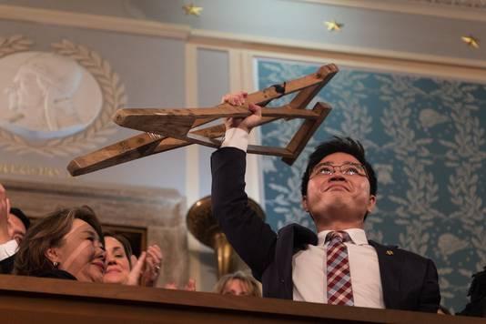 Ji, die slechts één arm en één been heeft, wist op krukken Zuid-Korea te bereiken