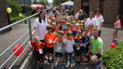 400 kinderen lopen voor overleden schooldirectrice Claudia