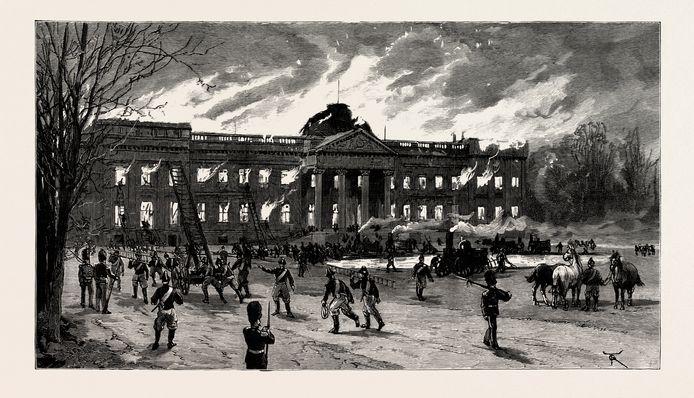 Le 1er janvier 1890, pendant la réception du Nouvel An, le château fut ravagé par un violent incendie. L'aile nord et la coupole furent dévastées, et la bibliothèque que Napoléon avait fait construire fut réduite en cendres.