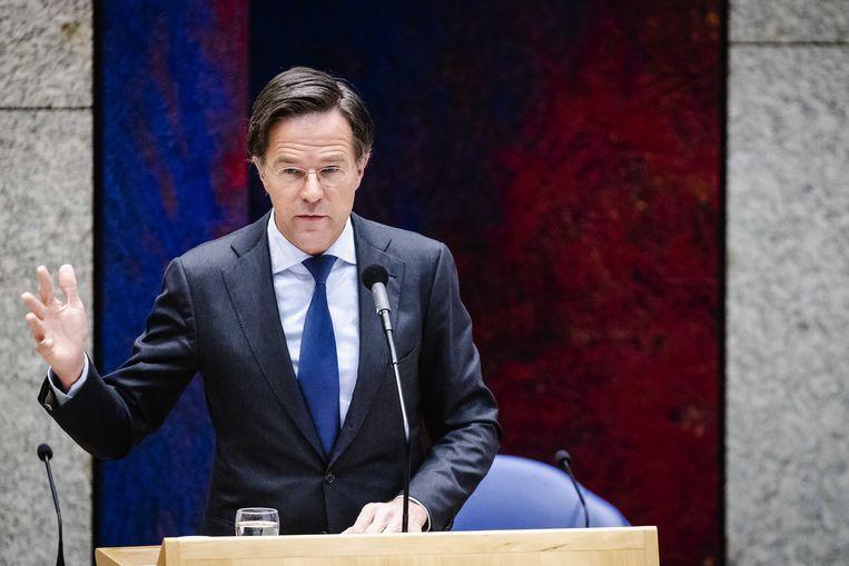 Demissionair premier Mark Rutte tijdens het debat in de Tweede Kamer over de nieuwe spoedwet over de avondklok.  Beeld ANP