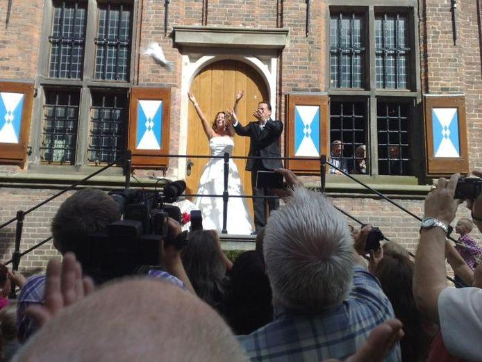 De bekende Kamper zanger Stef Ekkel trouwde zaterdag met zijn Lisette. foto Minke Schuthof