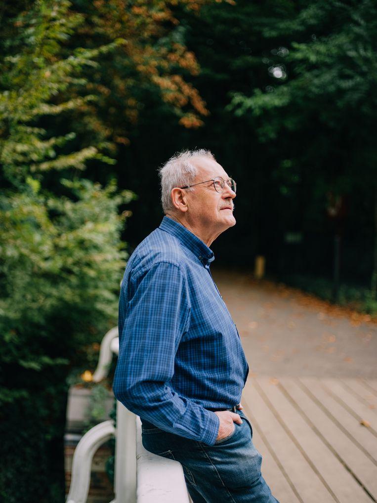 Roger Van Loon maakt radio en organiseert vormingen rond geaardheid in woon-zorgcentra. Beeld Kevin Faingnaert