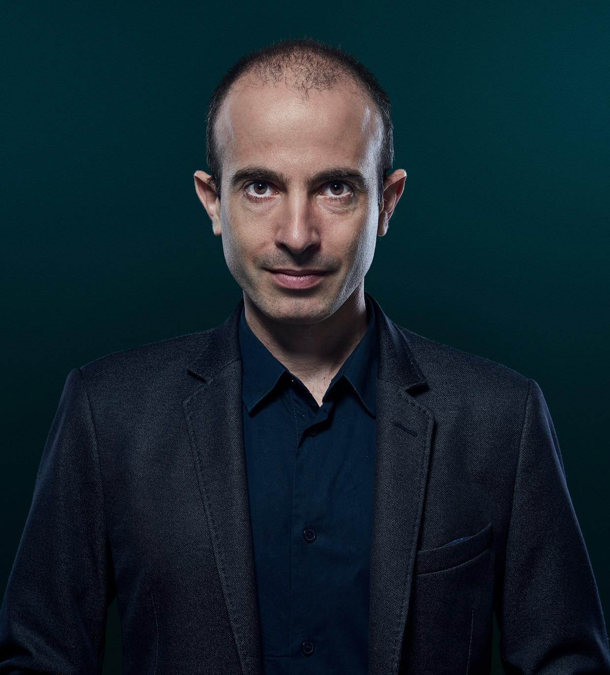 Yuval Noah Harari: 'Tijdelijke maatregelen als verregaande bewaking hebben de vervelende gewoonte om ook van kracht te blijven als de noodtoestand voorbij is.'