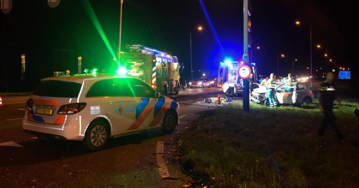 Politiewagen betrokken bij ernstig ongeluk op kruising in Doetinchem.