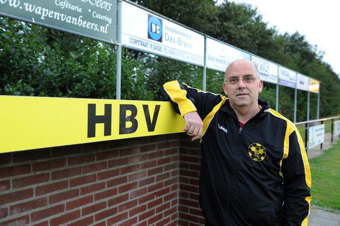 Jan van Oijen in zijn tijd als coach van HBV.