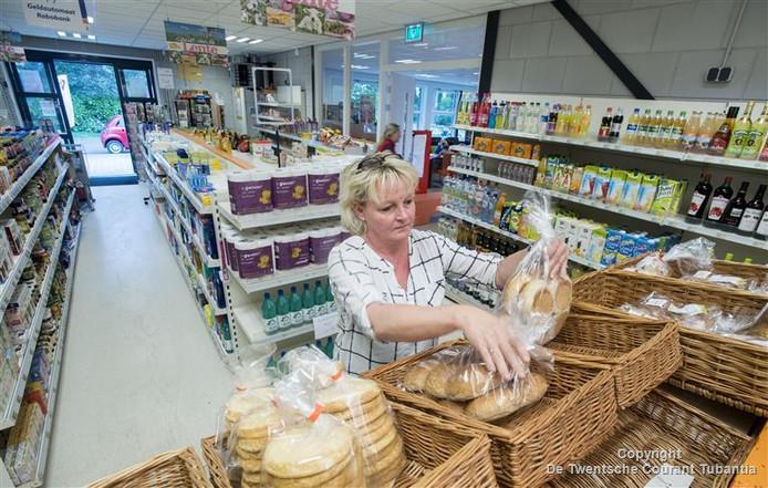 De buurtsuper in Zenderen heeft meer klanten nodig om te blijven bestaan.