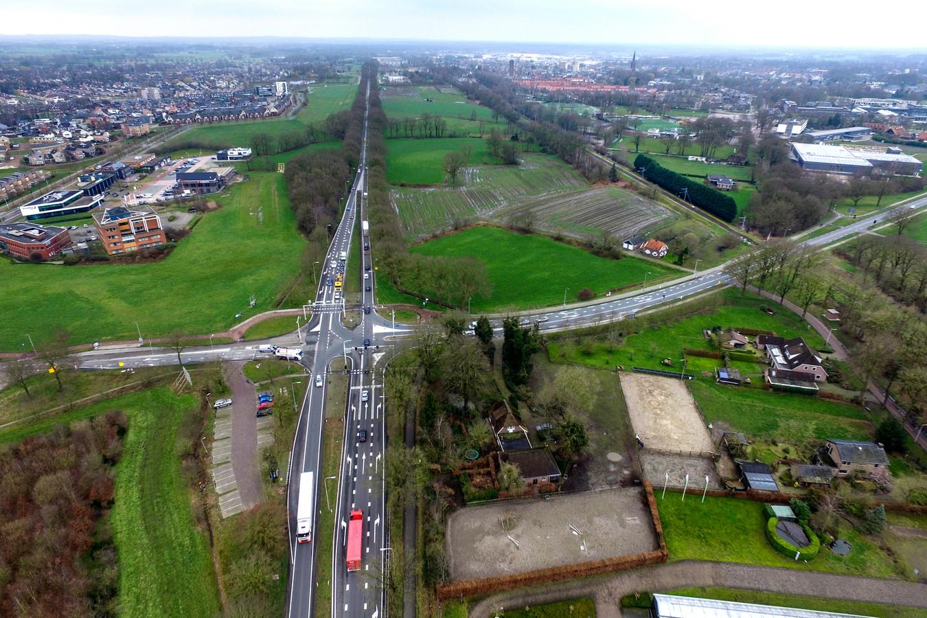 De N35 ter hoogte van Kruispunt Bos in Raalte.