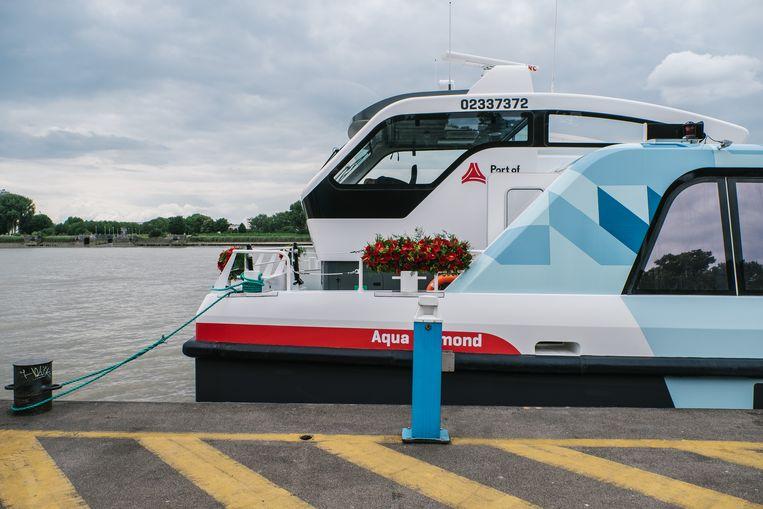 30062017 WVV ANTWERPEN BELGIE De WaterbusVoorstelling van De Waterbus aan het ponton Steenplein in Antwerpen. Port of Antwerp. Beeld null