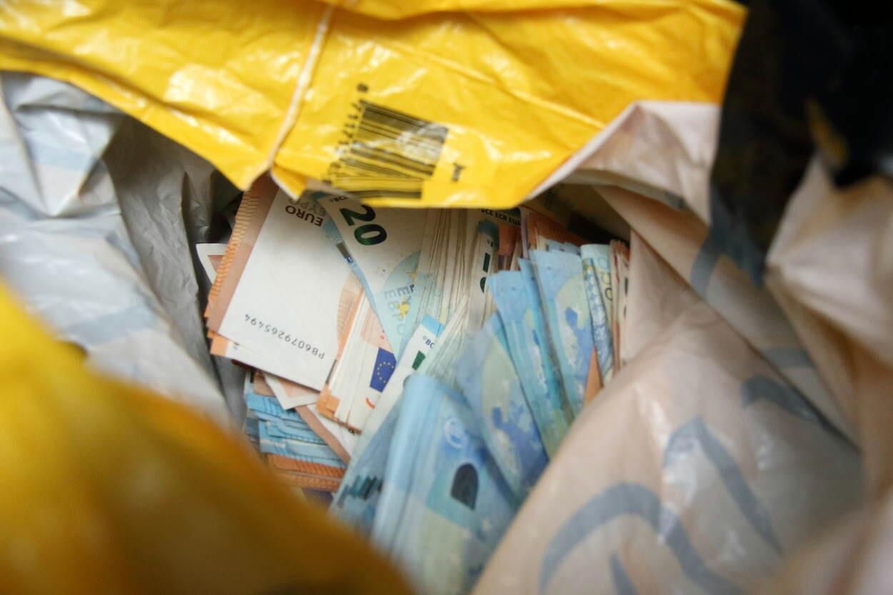 De hoofdverdachte uit Zutphen moet 60.000 euro terugbetalen van de winst die hij met de internationale posthandel in drugs zou hebben gemaakt.