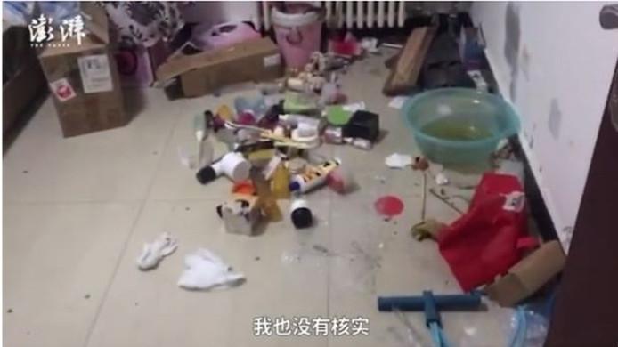 Li heeft haar huisbaas beloofd dat ze het huis grondig zal schoonmaken.