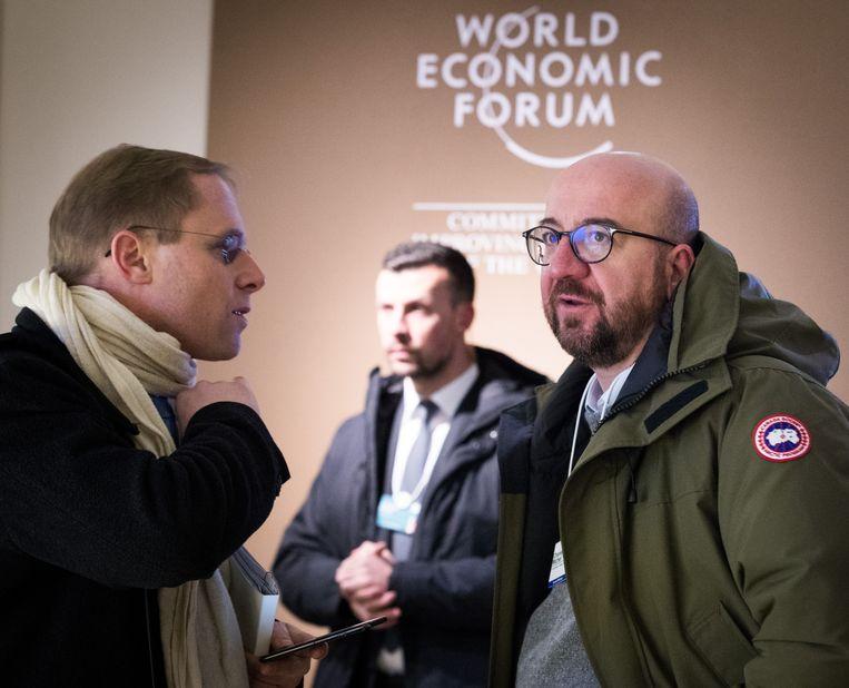 Premier Charles Michel (rechts) met de jas van het Canadese merk. Beeld BELGA