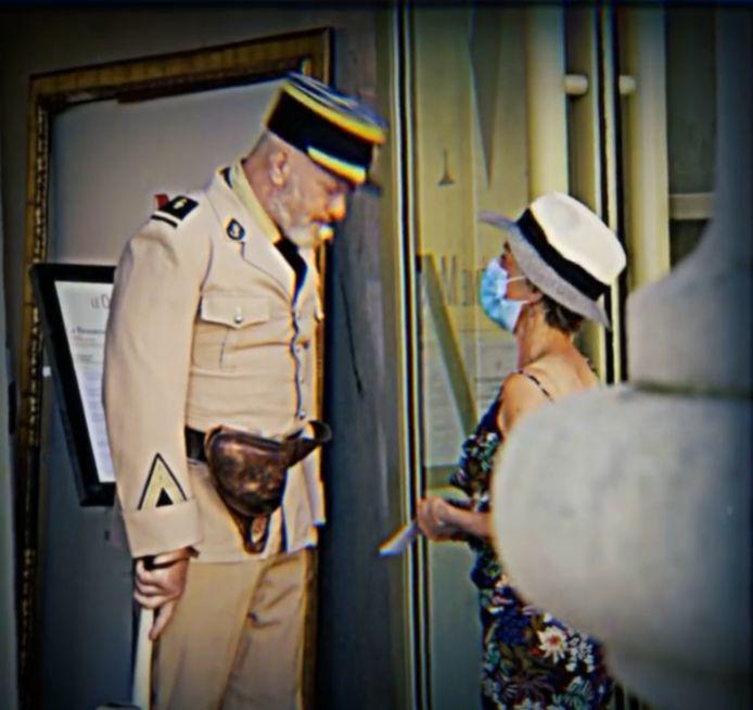 Philippe Etchebest a une nouvelle fois enfilé son costume de gendarme pour annoncer la réouverture de son restaurant Le Quatrième Mur, après quelques jours de fermeture pour suspicions de cas de Covid.