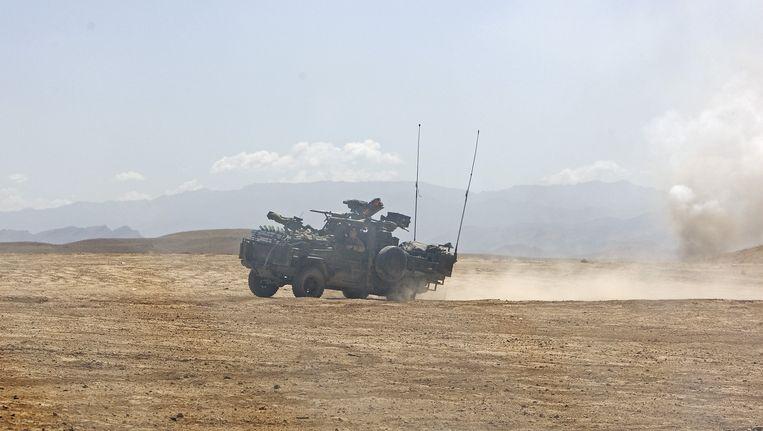 Een militair voertuig in 2010 op de militaire basis Tarin Kowt, waar Kamp Holland onderdeel van was. Beeld anp