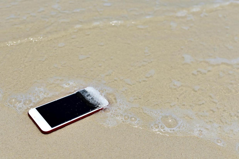 Zeewater is vanwege het zoutgehalte extra schadelijk voor onze toestellen. Beeld thinkstock