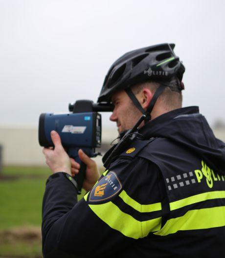 Belg heeft agenten maar niet in de gaten bij Zwolle: inleveren dat rijbewijs