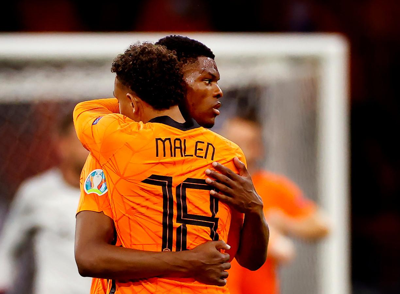 Donyell Malen en Denzel Dumfries bij Oranje.