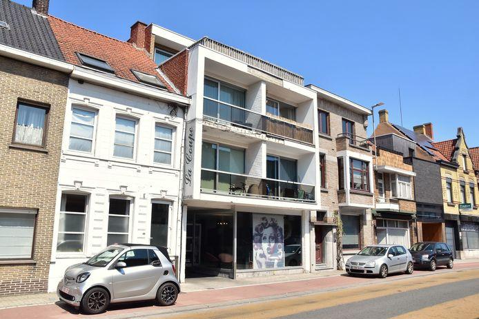 In deze buurt, langs de Rumbeeksesteenweg in Roeselare, stierf de 47-jarige vrouw na het nemen van een overdosis drugs.