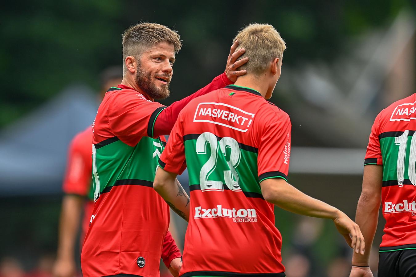 Excluton schittert tot de zomer van 2022 op de shirts Lasse Schone en co.