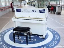 Eindelijk een stationspiano op station Amersfoort Centraal, maar hoelang blijft hij staan?