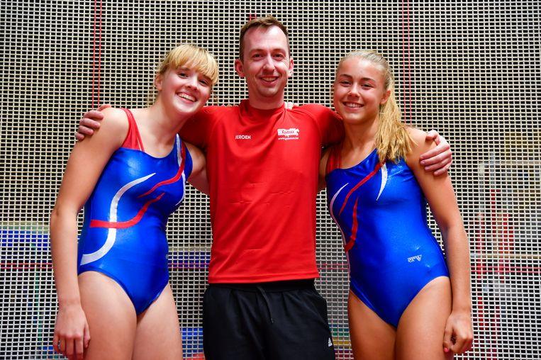 Trainer Jeroen is alvast super trots op Lauren en Xandrine.