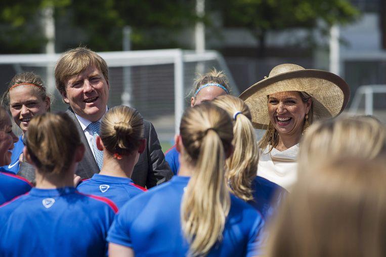 Koningin Maxima en koning Willem-Alexander wensen de Nederlandse vrouwen succes. Beeld AP