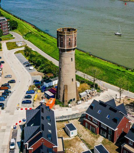 Voor nog geen 5 ton koop je deze watertoren met mega-uitzicht (maar er zijn wel wat haken en ogen)