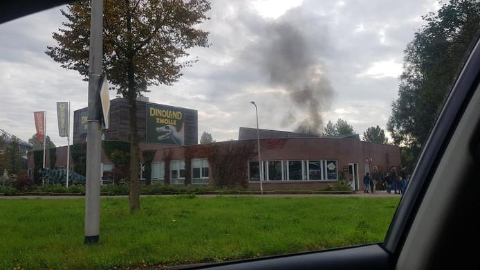 Door de brand in de foodtruck ontstond flinke rookontwikkeling.