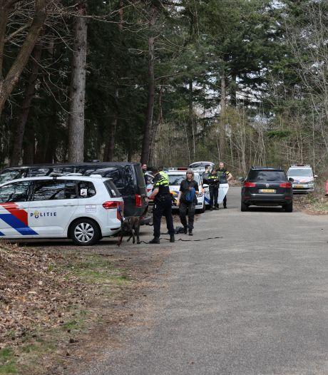 Grootschalige zoekactie naar vrouw in bos bij Hattem: ook politieheli speurt mee