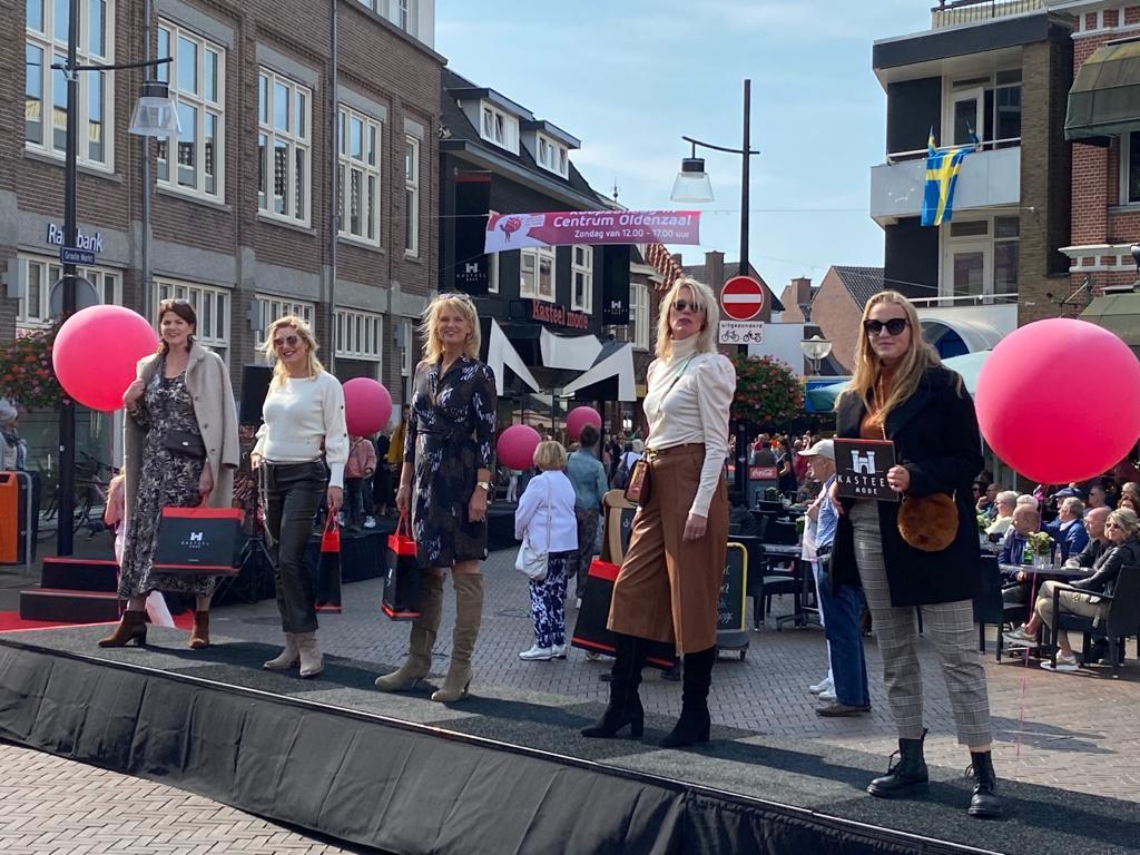 Er kwamen in Oldenzaal veel mensen af op het Mode-Event.