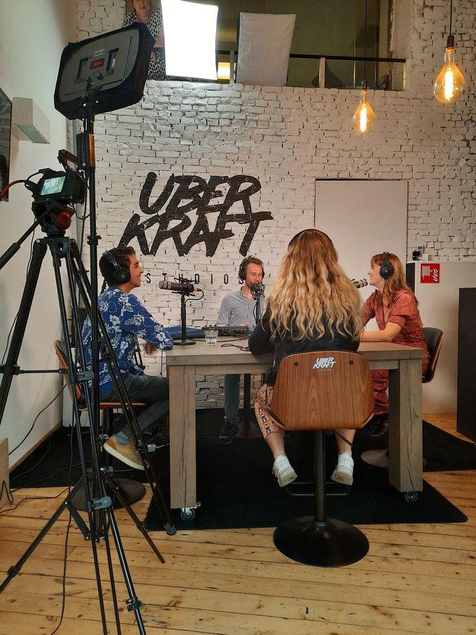 De opnames van 'Je bent jong en je vindt wat!' vinden plaats in de Uberkraft Studios in Amsterdam.