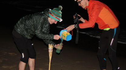 Drie lopers nemen zeewater mee op 140 kilometer lange looptocht van Oostende naar Brussel