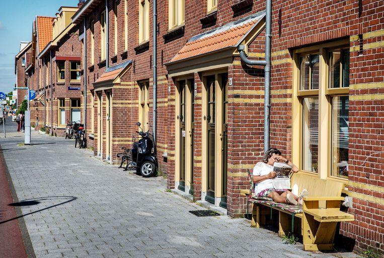 De Van der Pekstraat ligt er glanzend bij, maar de straten erachter verdienen nog veel aandacht.  Beeld Jean-Pierre Jans