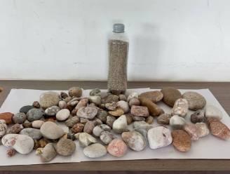 Nederlander en nog twee toeristen betrapt op stelen Sardijns strandzand en kiezels: fikse boetes