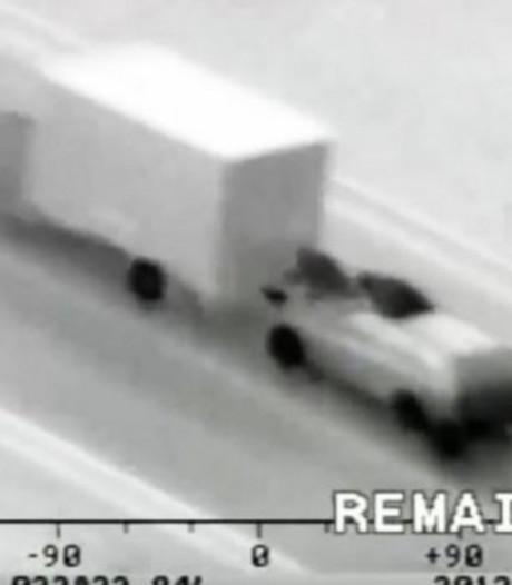 Agent in burger getuige van ladingroof uit rijdende vrachtwagen