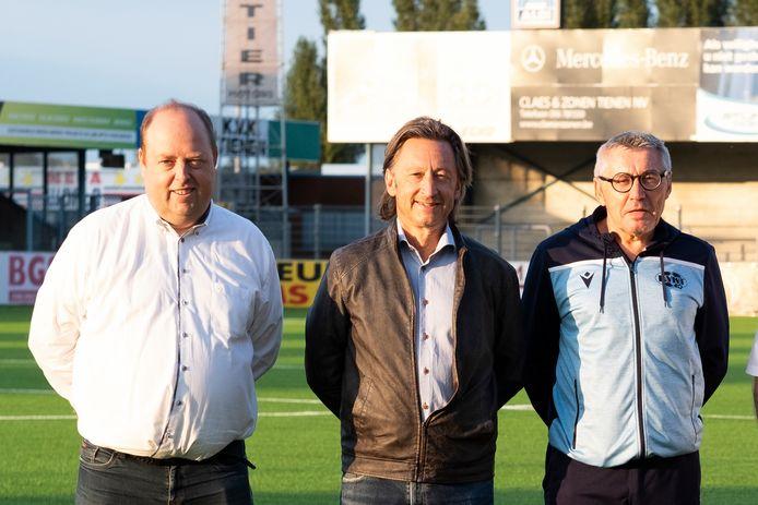 Peter Denruyter (midden), voorzitter jeugdwerking KVK Tienen, doet een oproep om ook de terrassen van sportkantines op 1 mei te heropenen.