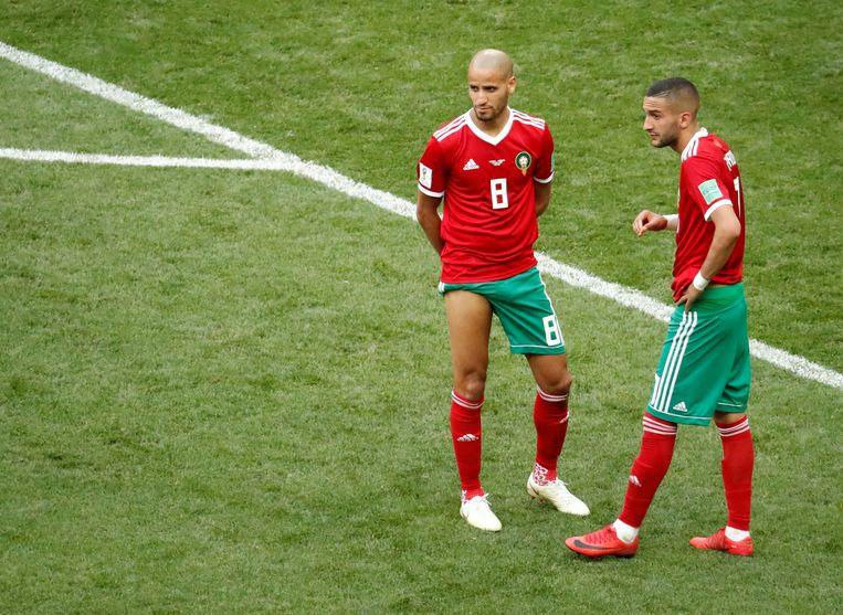 Karim El Ahmadi en Hakim Ziyech, spelers bij de Marokkaanse ploeg. Marokko was het eerste land dat werd uitgeschakeld op het wereldkampioenschap. Beeld REUTERS