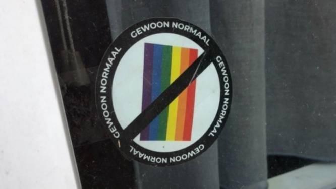 Politie arresteert man (30) die anti-LGBTQ-stickers in Antwerpen verspreidde