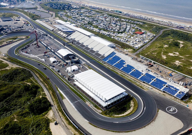 Een dronefoto van Circuit Zandvoort. Volgende week strijkt hier het Formule 1-circus neer.