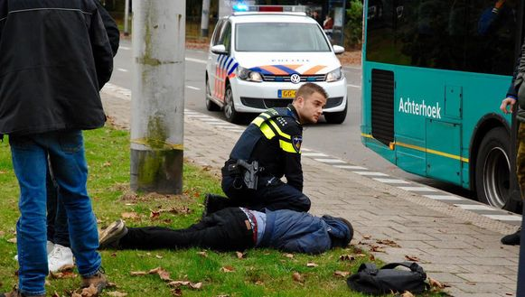 De arrestatie van de agressieve reiziger in Arnhem.