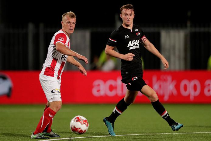 TOP Oss-middenvelder Lion Kaak (links) scoorde zijn eerste doelpunt van zijn profcarrière, maar was verre van tevreden over het resultaat van zijn ploeg.