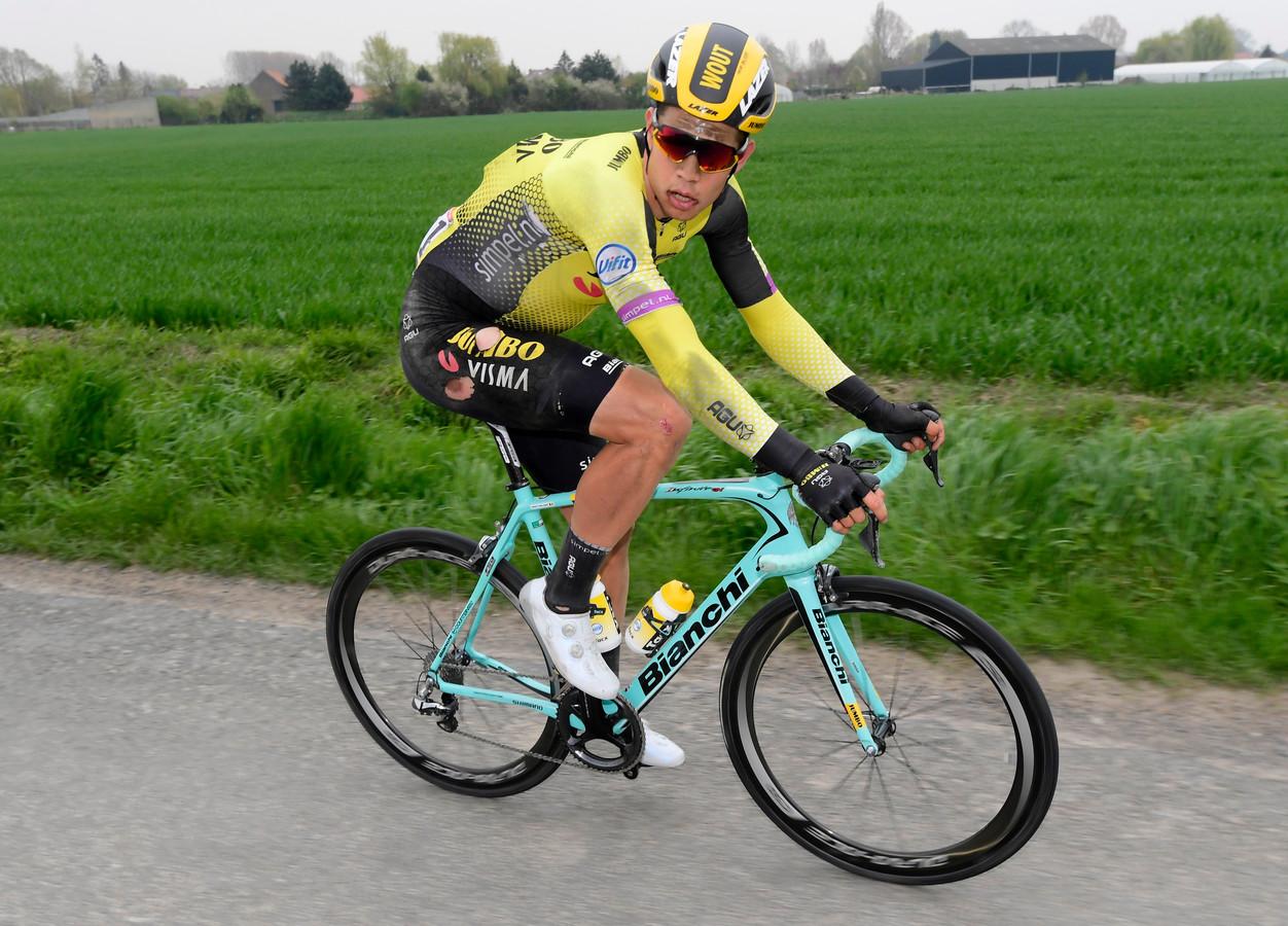 Beeld van Wout van Aert tijdens laatste editie van Parijs-Roubaix.