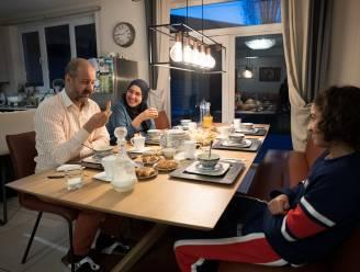"""Ramadan in lockdown: """"Overdag blijft het geen moment stil in de familiechat. Het is het ene videogesprek na het andere"""""""