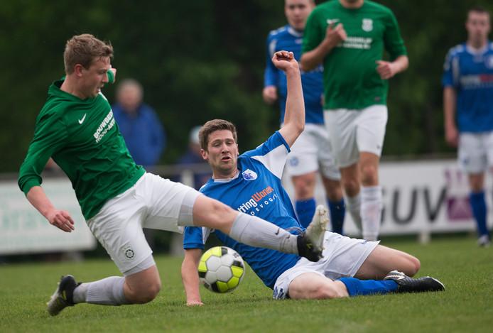 Meddo (groen) won met 2-1 in Bredevoort.