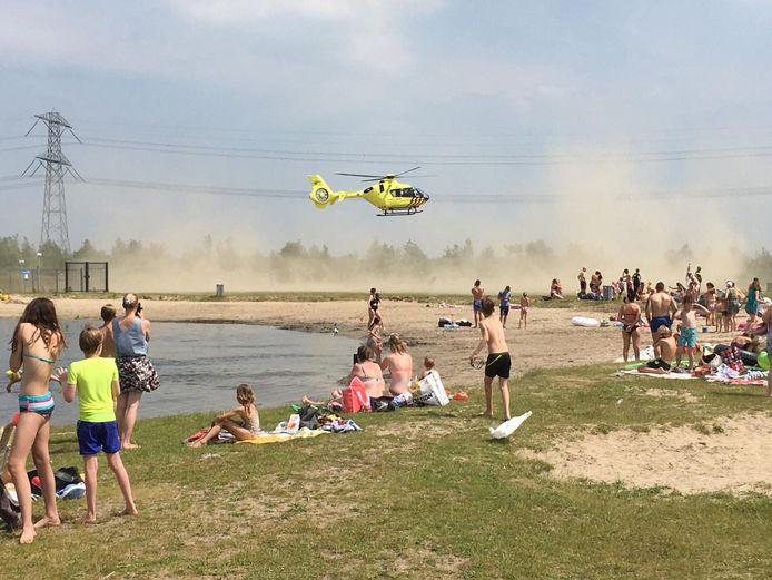 Traumahelikopter landt op het strand van de Cattenbroekerplas.