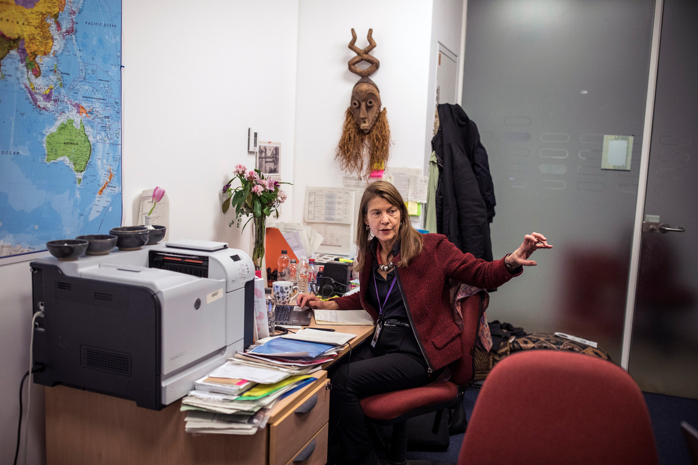 Heidi Larson: 'Als we nu mensen niet winnen voor vaccinatie, en covid maakt het erger, dan wordt het een puinhoop. Het is vijf voor twaalf.'  Beeld NYT