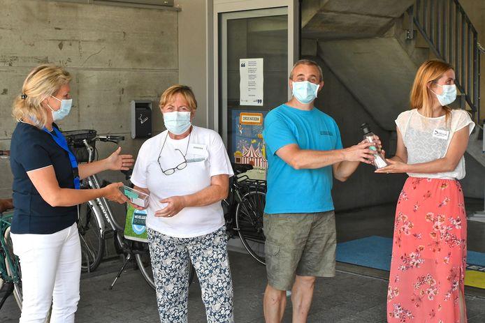 De vrijwilligers van het vaccinatiecentrum van Wevelgem kregen een verrassing.