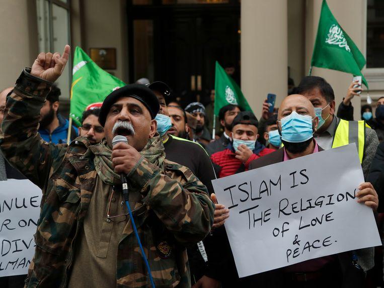 Een anti-Frans protest voor de Franse ambassade in Londen. Beeld AP