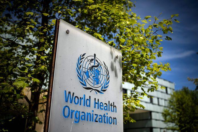 Een bord van de Wereldgezondheidsorganisatie (WHO) bij de entree van het hoofdkwartier in Geneve.